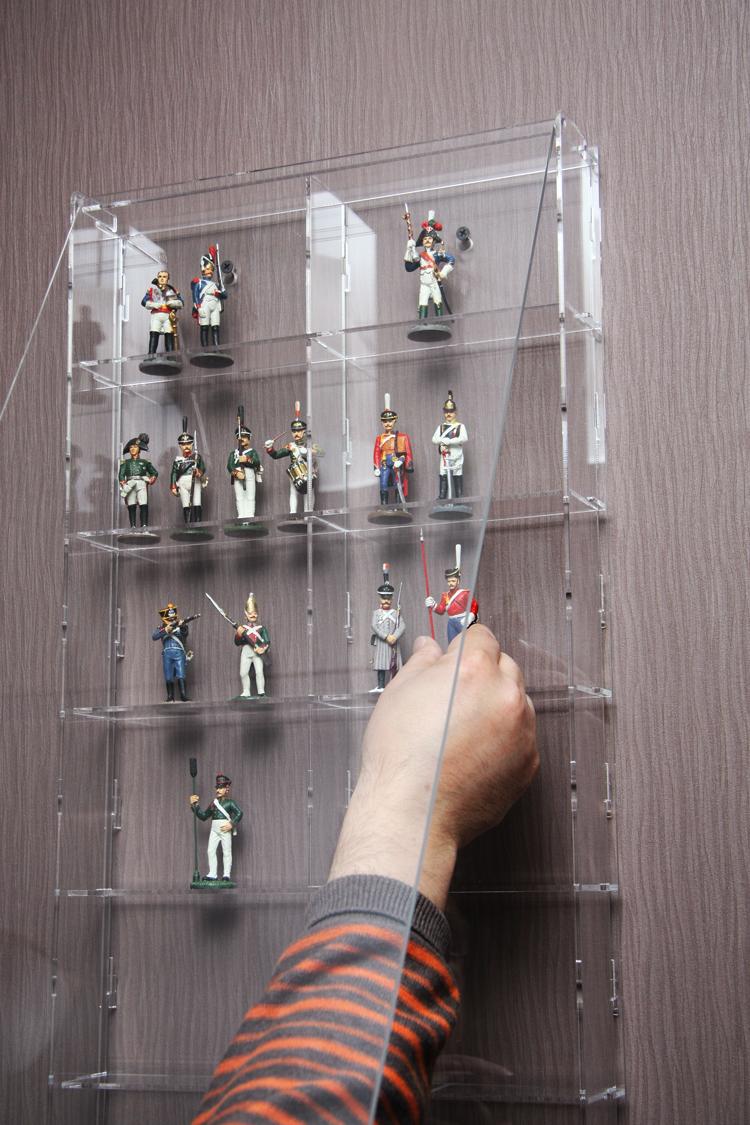 фото стеклянных полочек под статуэтки домики