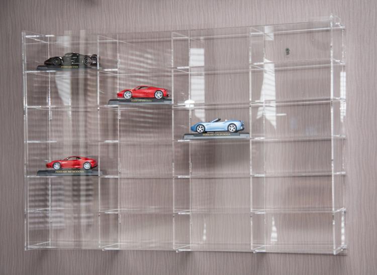 Прозрачный стеллаж для машинок ferrari и суперкаров.